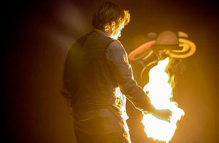 1618251424_FUMISTE_Magia con el fuego.jp
