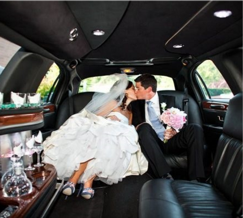 wedding-limo-photo-e1519800243263 (1)_edited.png