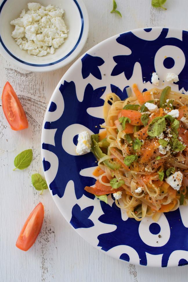 Salteado de noodles de arroz y verduras
