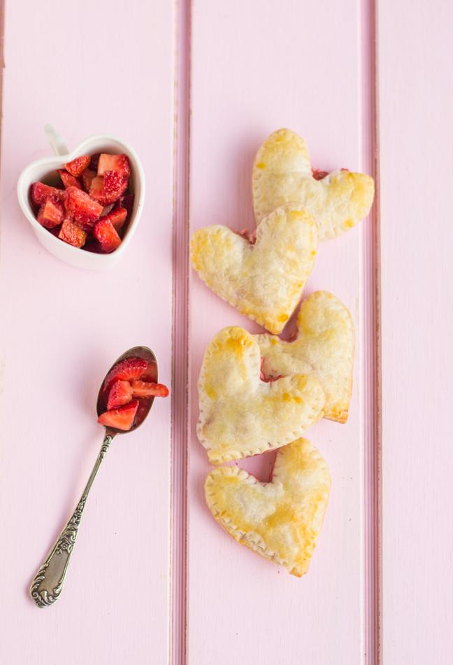 Empanaditas de frambuesa y queso crema