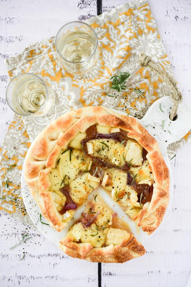 Tarta de queso camembert y cebolla