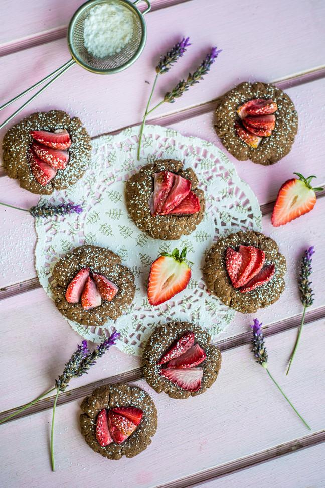 Galletas de chocolate y frutillas