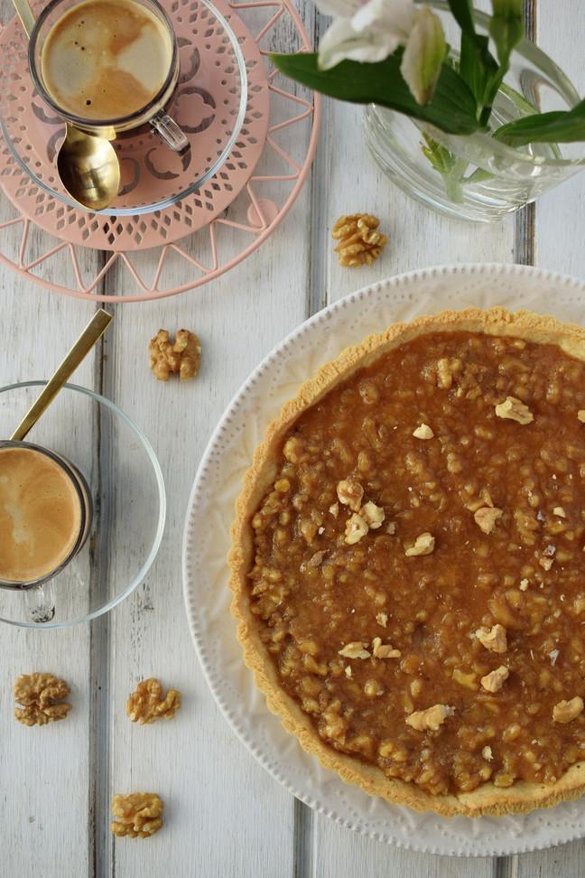 Kuchen de nuez con salsa toffee