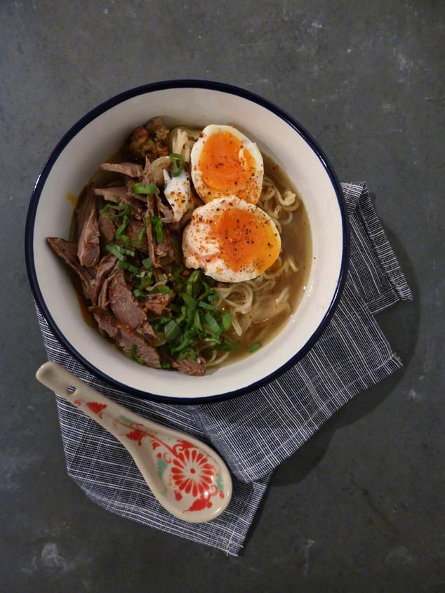 Sopa de noodles y verduras