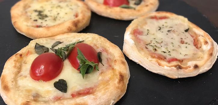 Mini Pizza: Mozzarella e Marguerita (LEITE); Atum (PARVE)