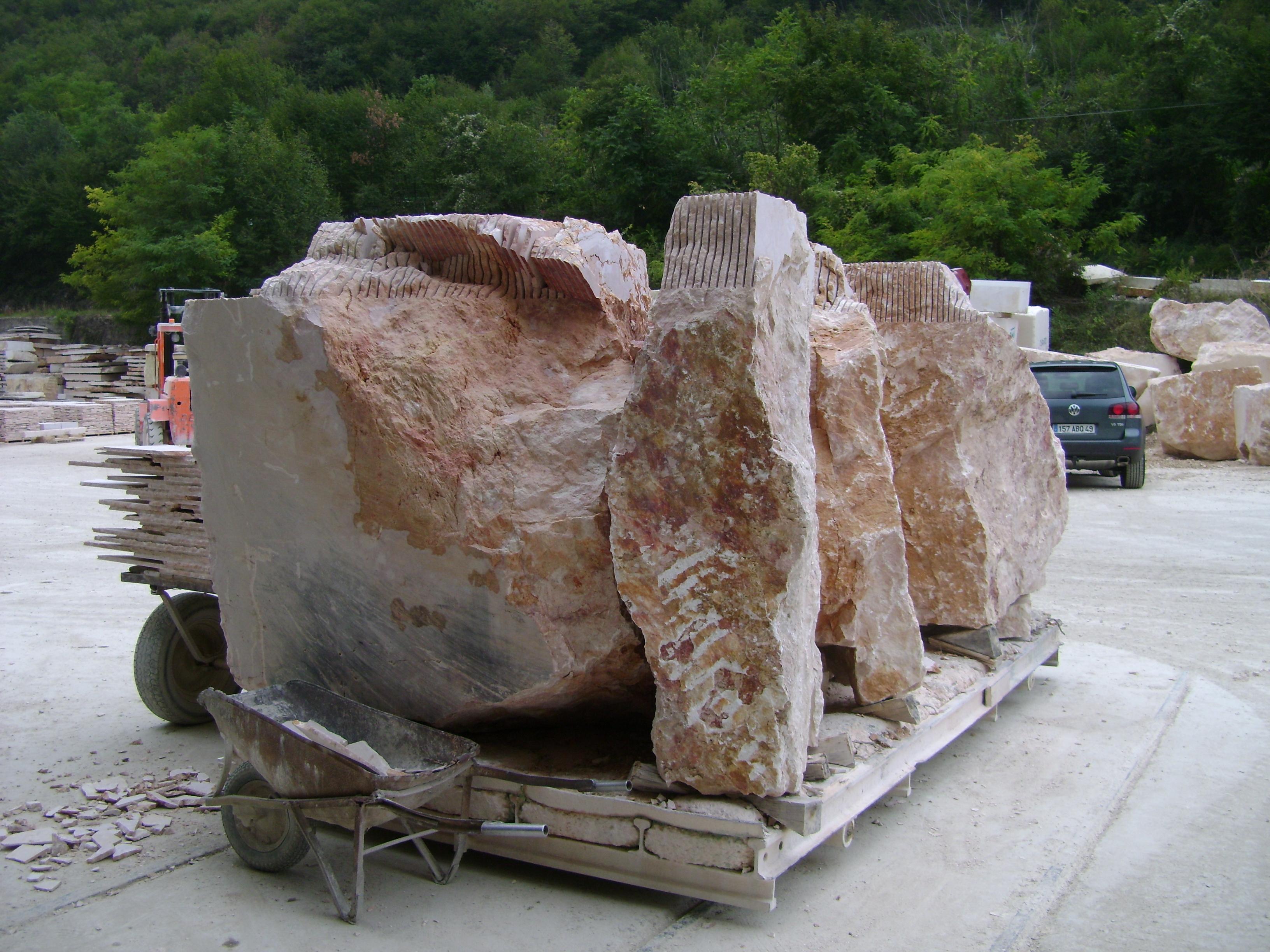 Blocs de marbre rose d'Italie