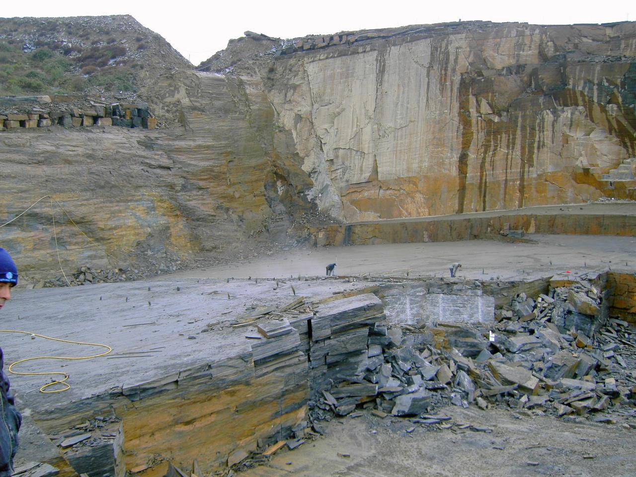 Carrière de quartzite noire au Portu