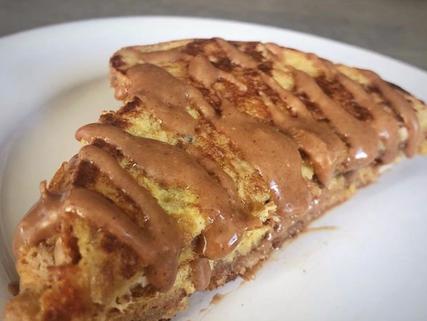 Pan francés relleno de crema de avellana con cacao