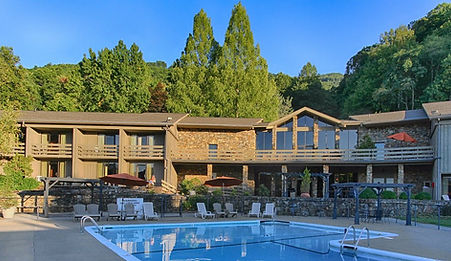 lodge-and-lodge-pool.jpg