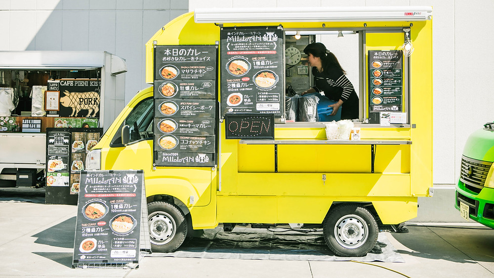 How do food trucks prepare food
