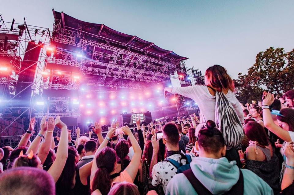 How Much Does It Cost To Have A Food Stall At Festivals - top music festivals in the UK