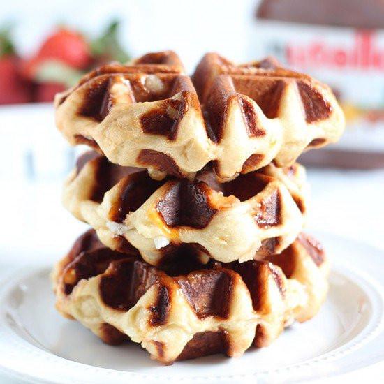 Street food desserts: Waffles