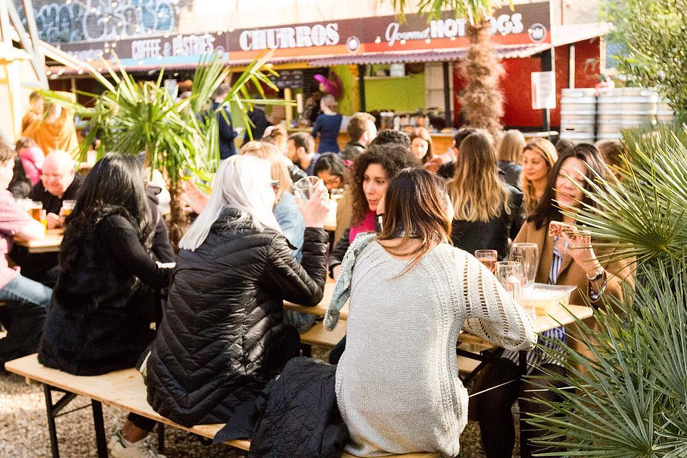 10 advantages of street food - its social