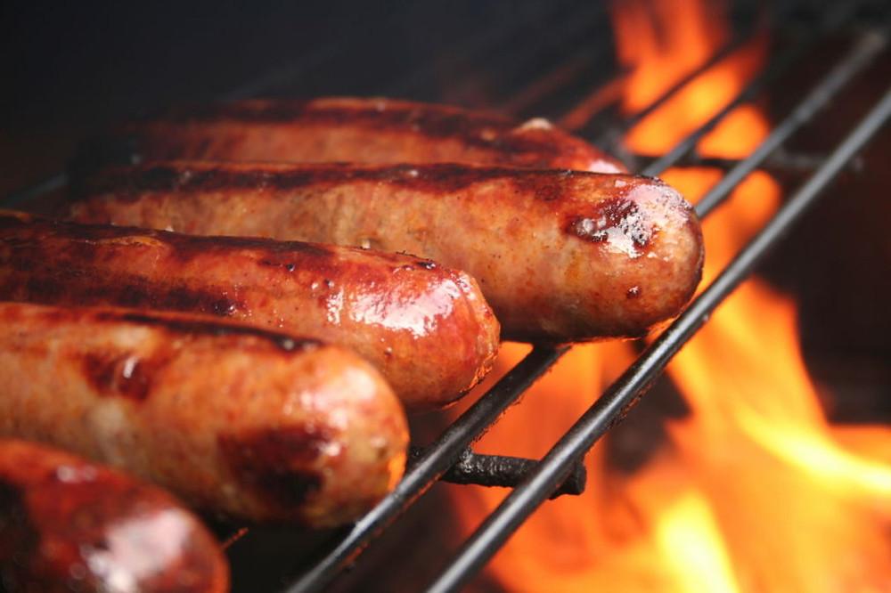 BBQ Food Truck Menu Ideas - chilli hotdogs