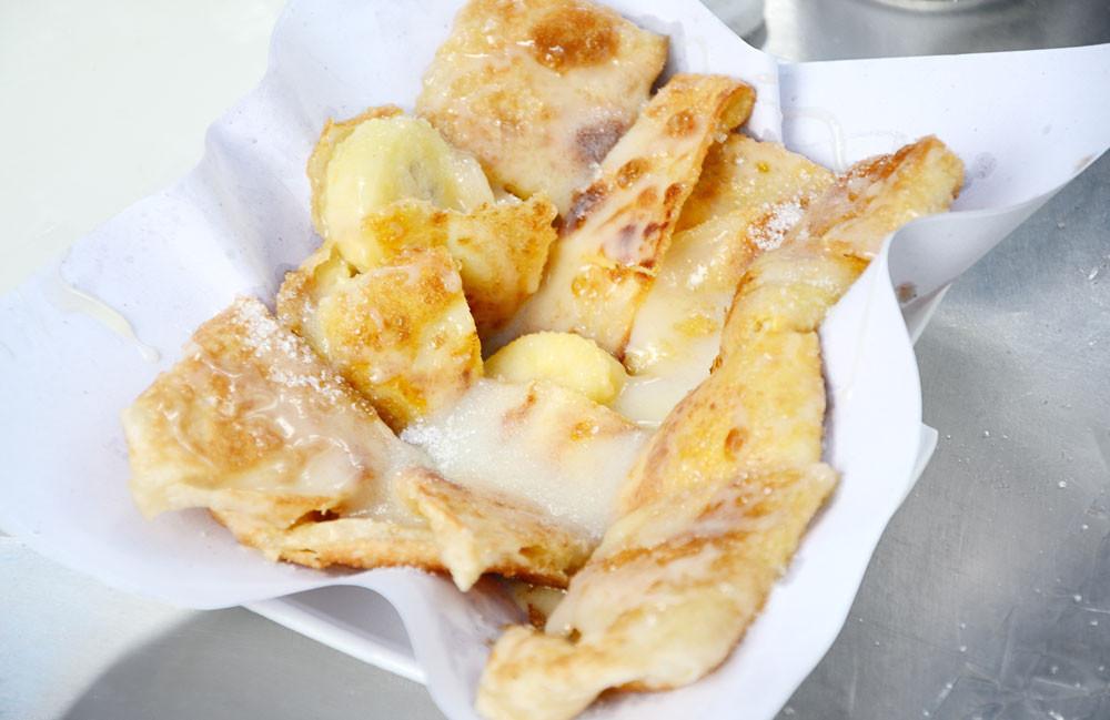 Thai roti pancakes - the cost of street food in Thailand