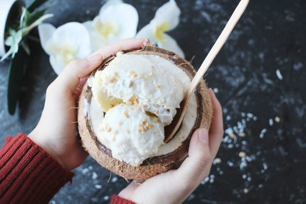Coconut ice cream - the cost of street food in Thailand