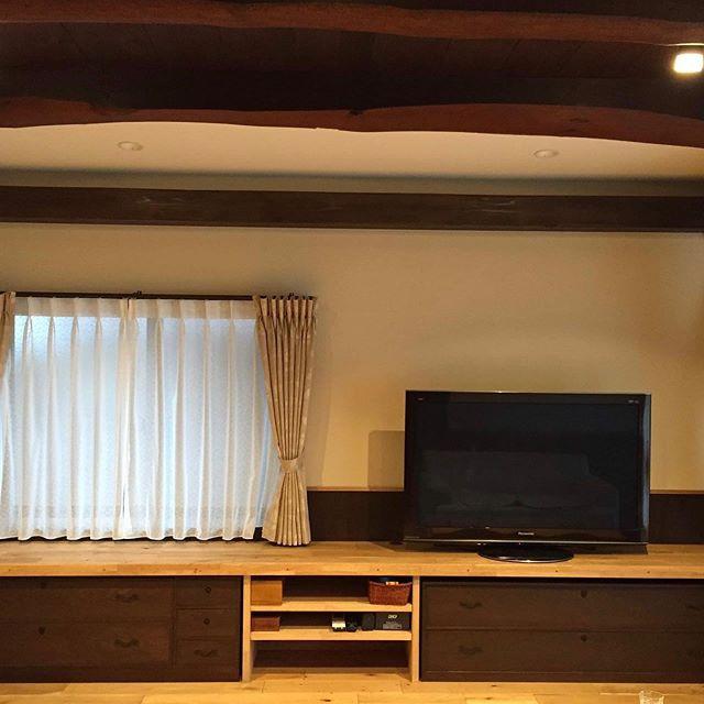 母屋のリビングのリフォーム_4年前の施工写真です。__天井のボードを落とし床板、