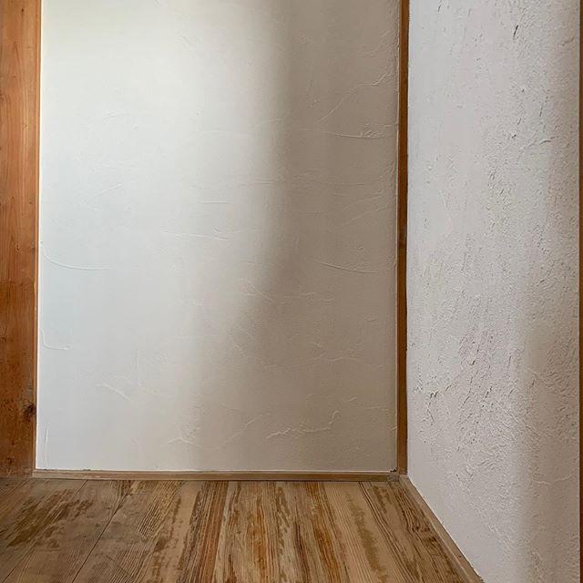 ハナレのトイレに向かう通路壁が完成。_その2。__1枚目 after_2枚目 b