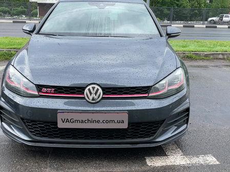 Беспроводная зарядка. VW Golf 7.5 GTI Performance 2020.