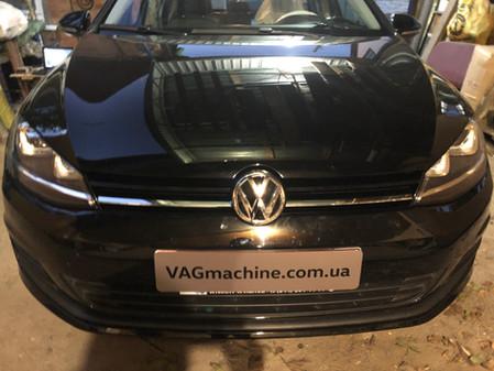 Установка базового биксенона с автокоррекцией. VW Golf 7 Sportwagen S 2.0TDI DSG6 2015.
