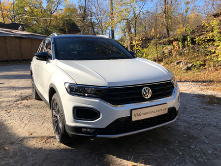 Wireless charger in VW T-Roc Sport 1.5TSI DSG7 2019.
