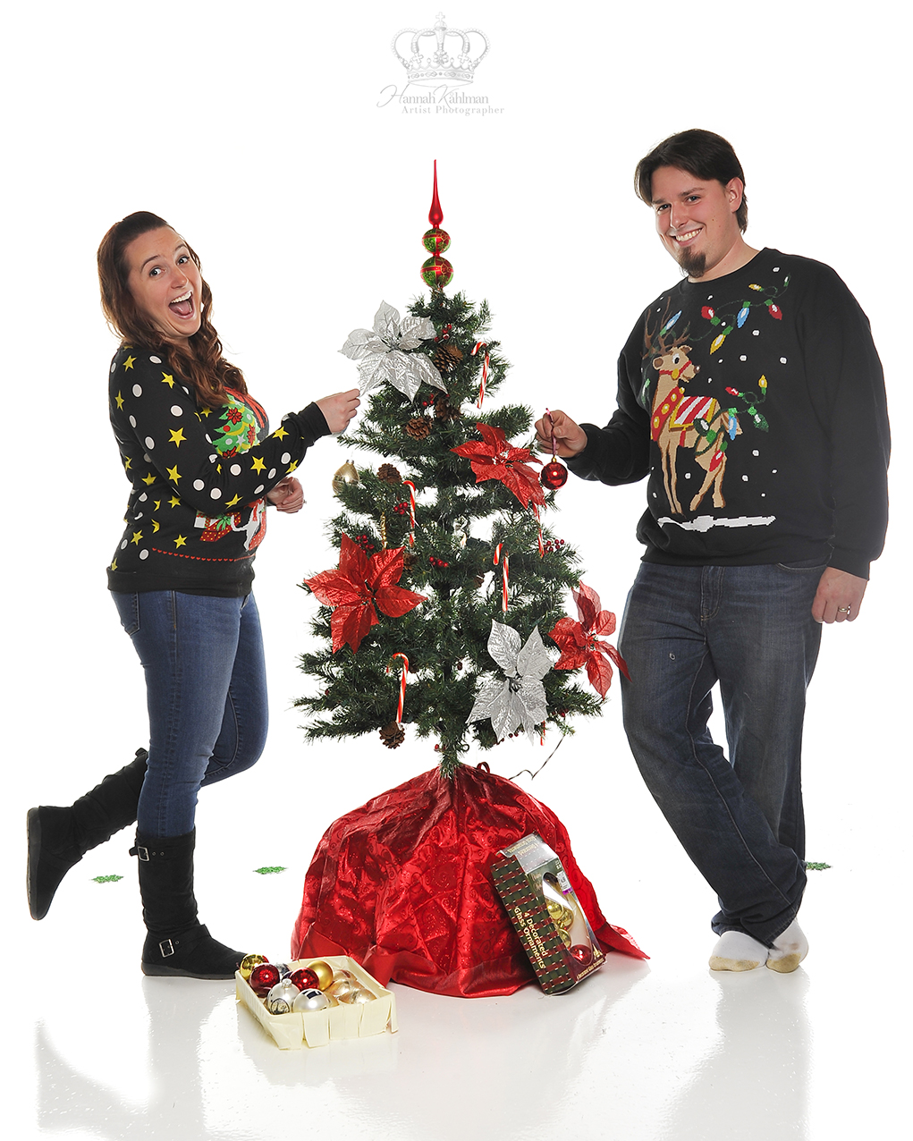Fun_Christmas_photos_in_studio_for_coupl