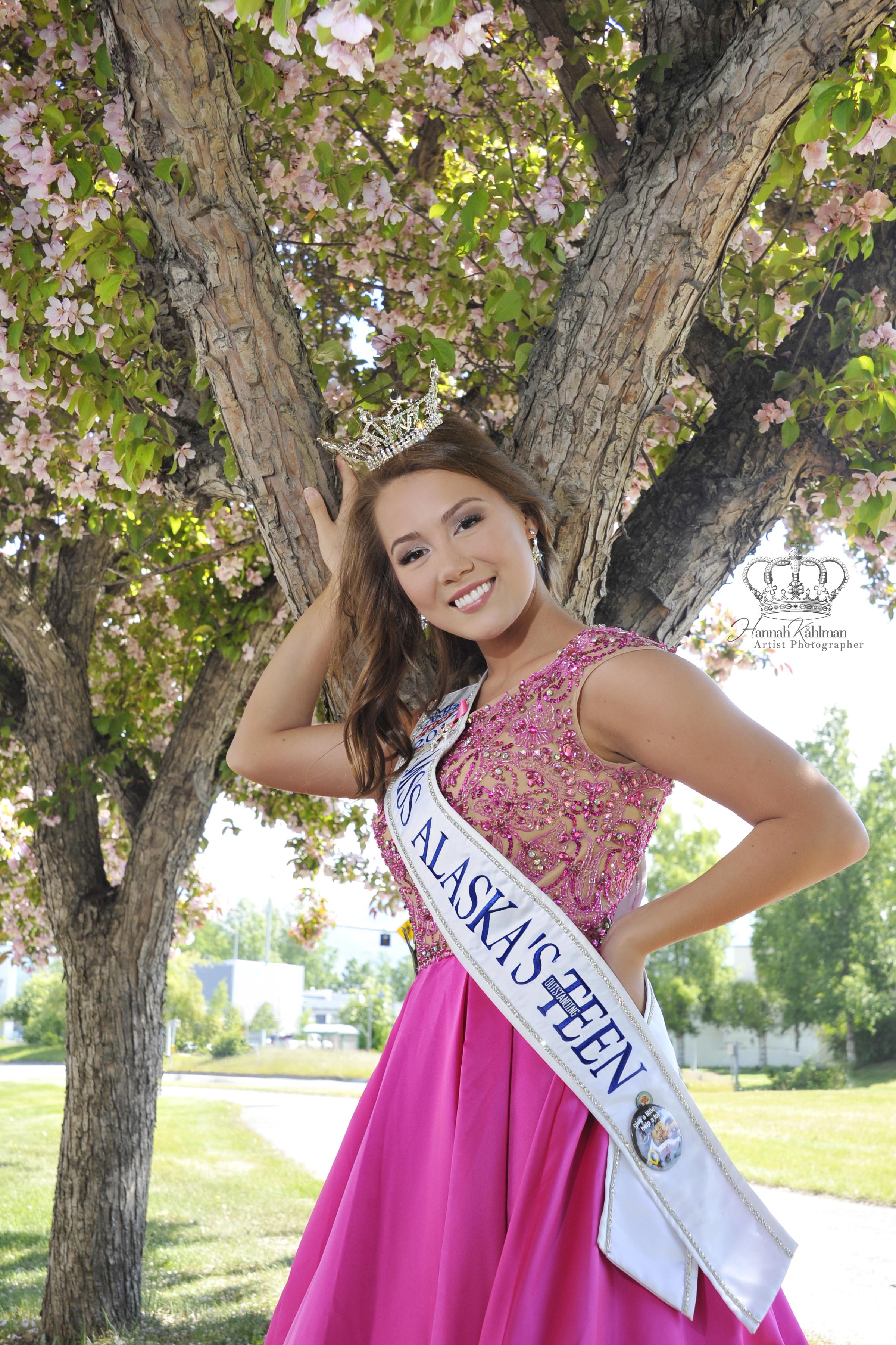 Emma_Broyles,_Miss_Alaska's_Outstanding_