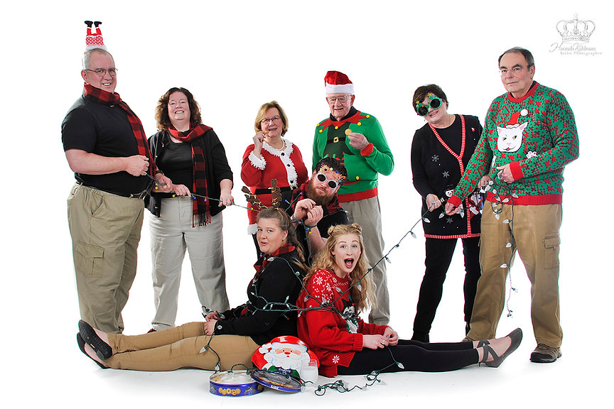 Fun_Christmas_family_photo_in_Anchorage_