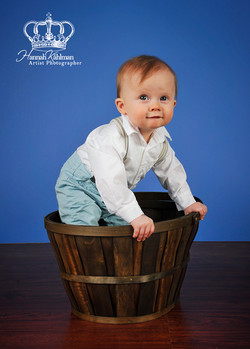 Fun_and_creative_and_cute_baby_and_family_photo_in_studio_by_Anchorage_Alaska_Eagle_River_Alaska_fam