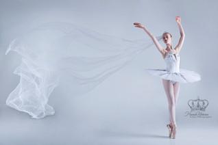 Fine_art_ballet_dancer_in_studio_by_Anch