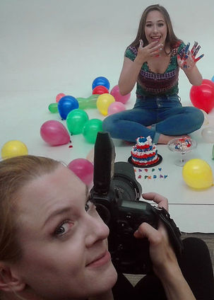 Smash_the_cake_photo_of_photographer_beh