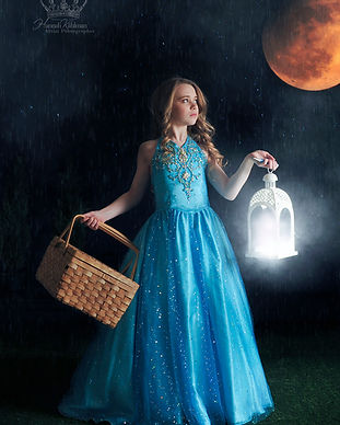 Fantasy_moon_photo_of_girl_for_personali