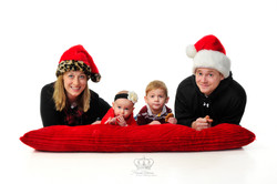 Cute_classic_Christmas_family_photo_in_s