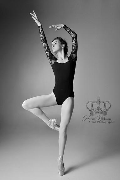 Elegant_beautiful_fine_art_ballet_pose_b