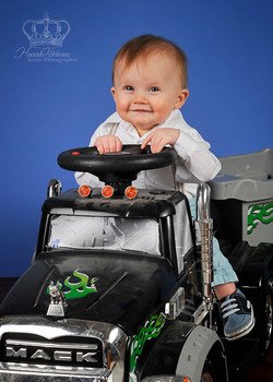 Cute_boy_baby_with_toy_in_Anchorage_photo_studio_by_family_photographer_Hannah_Kåhlman_Artist_Photog