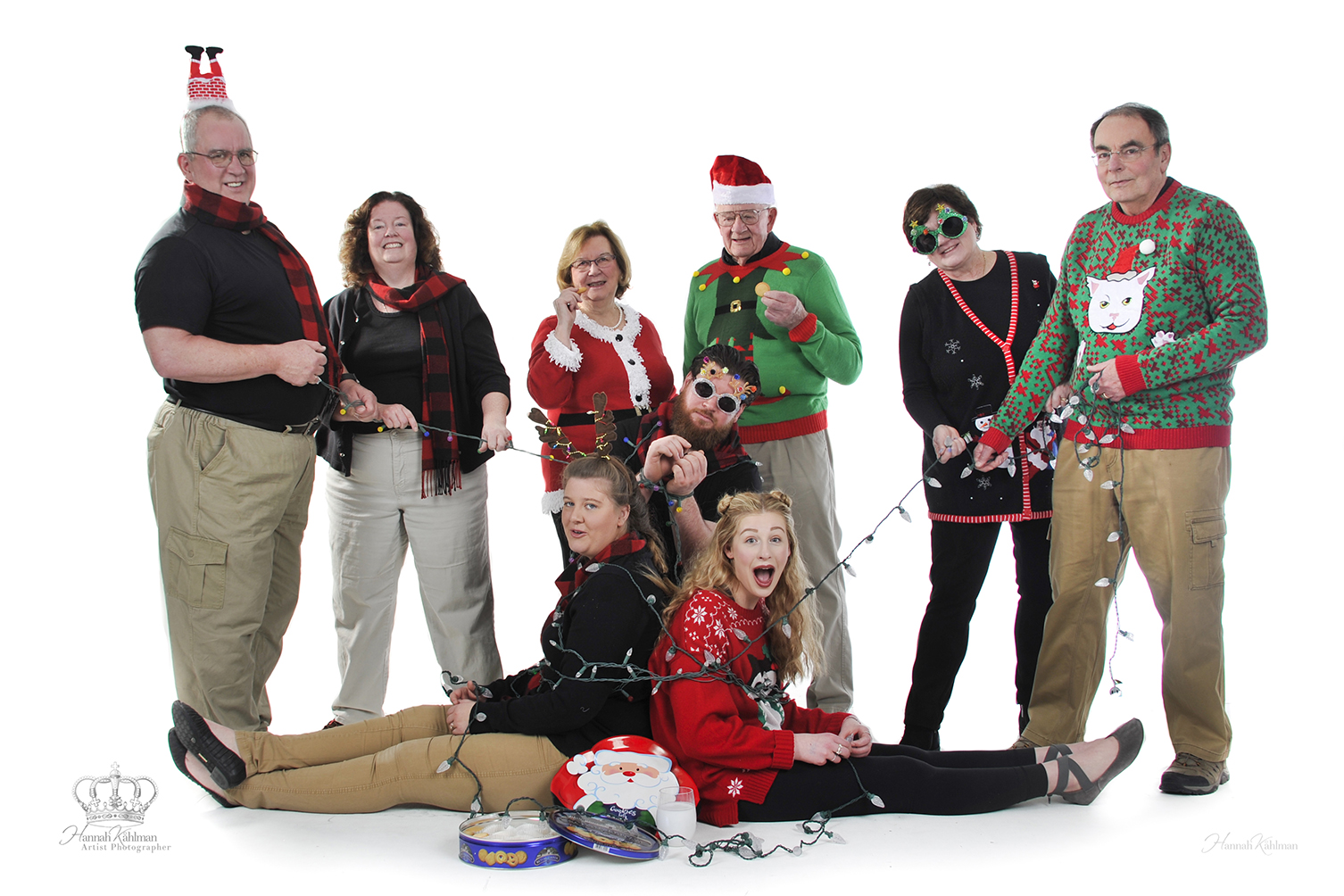 Fun_creative_Christmas_family_photo_in_s