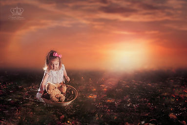Conceptual_outdoor_sunset_photo_of_child