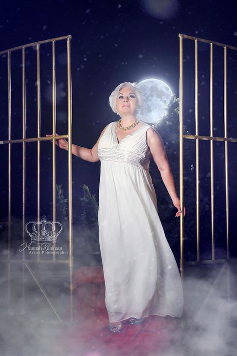 Fantasy_photo_moon_of_woman_by_glamor_ph