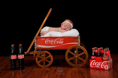 Newborn_photo_in_coca_cola_wagon_Anchora