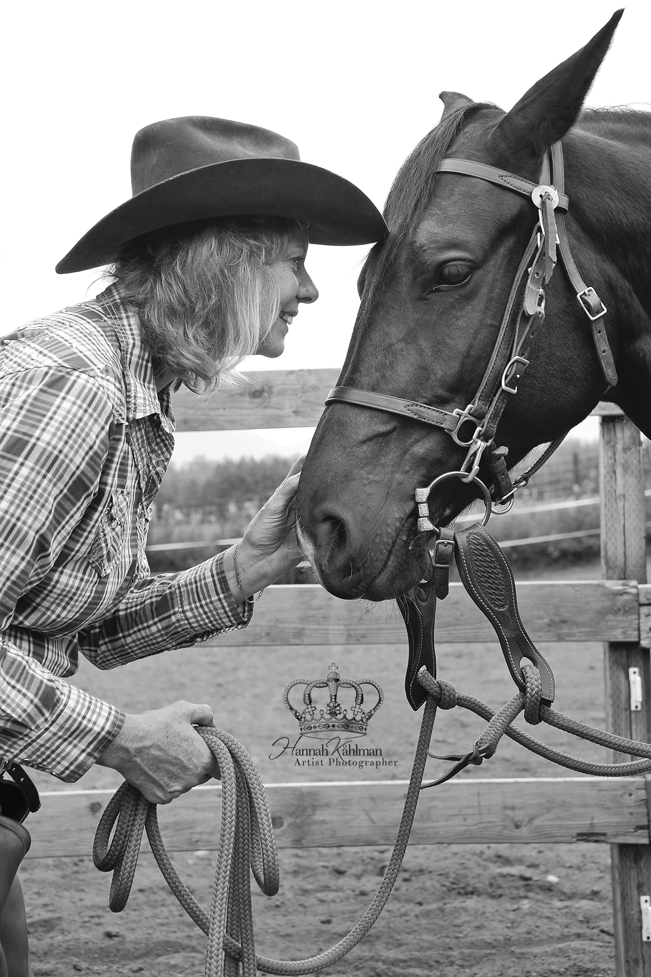 Woman_and_horse_photo_outdoors_in_Palmer