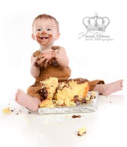 Smash_the_cake_photo_of_baby_Anchorage_Alaska_Eagle_River_Alaska_baby_child_family_photographer_Hann
