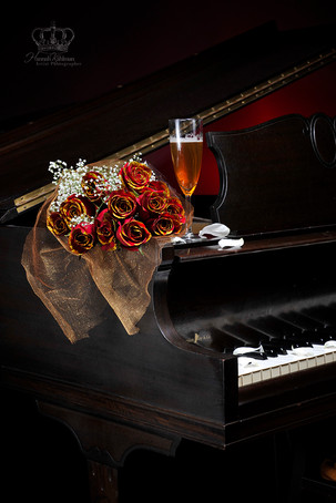 Red_roses_on_piano_for_commercial_photog