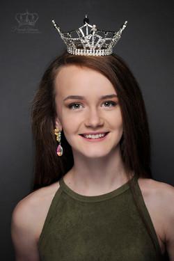 Official_headshot_of_Miss_Alaska_Outstan