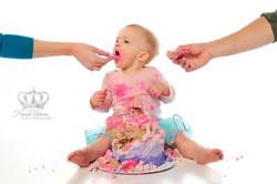 Smash_the_cake_photo_first_birthday_girl_eating_cake_w_parents_studio_Anchorage_Alaska_newborn_photo