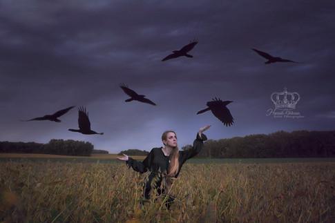 Fine_Art_self_portrait_with_birds_ravens