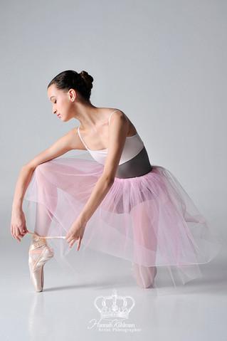 Ballet_dancer_fine_art_tying_shoe_Anchor