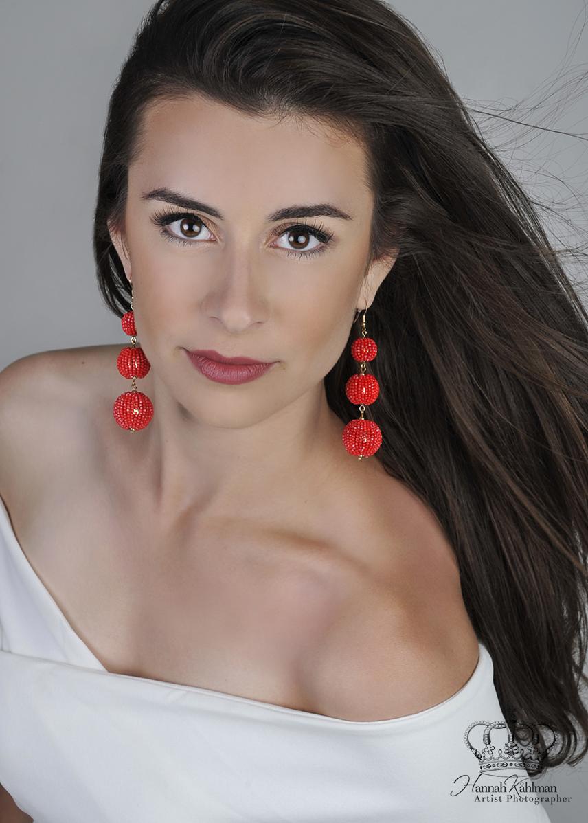 Official_headshot_of_Miss_Alaska_2018_fo
