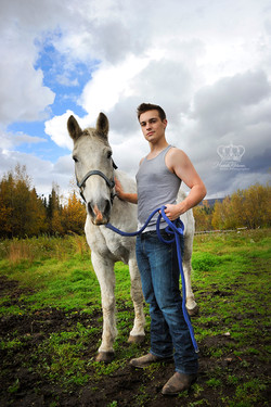 Wasilla_Alaska_HS_Senior_with_horse_outd