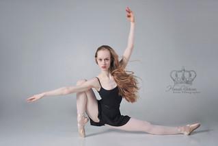 Ballet_dancer_sriking_pose_in_Anchorage_