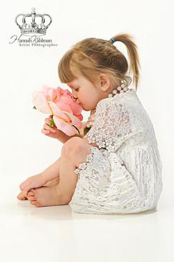 Fine_art_portrait_of_child_with_flower_in_studio_by_Anchorage_Alaska_Eagle_River_Alaska_family_child